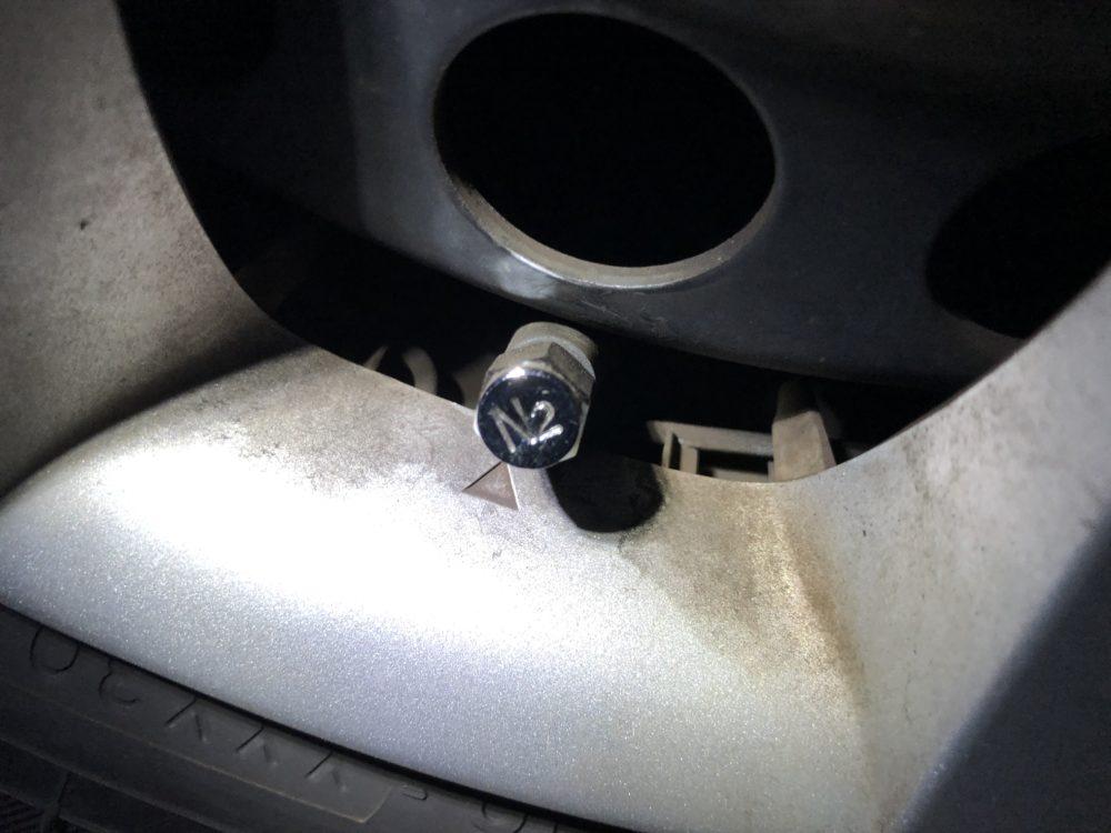 コストコ タイヤのバルブの写真